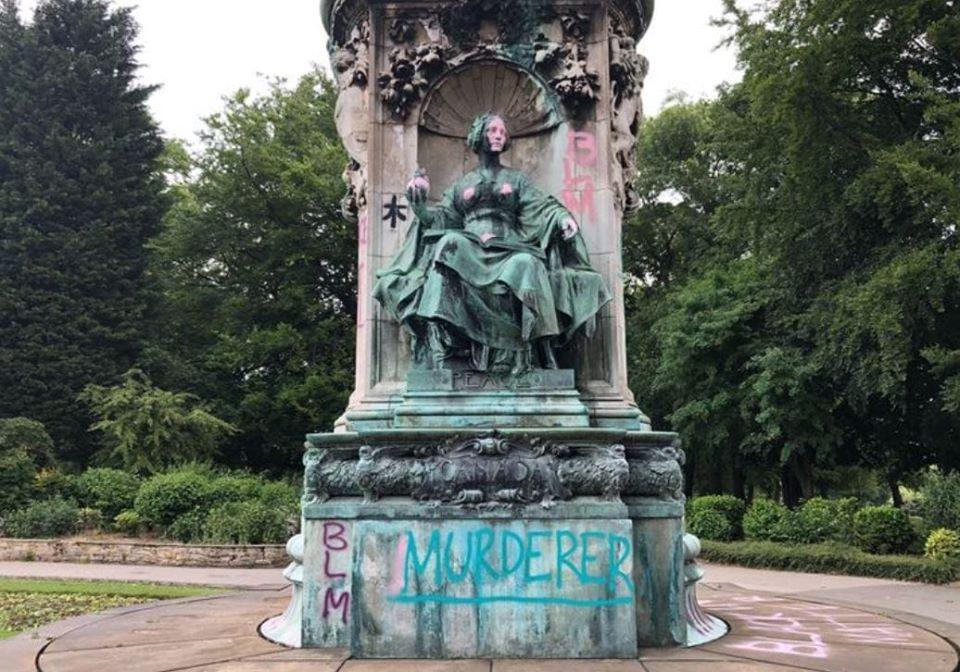Le monument de la reine Victoria dégradé