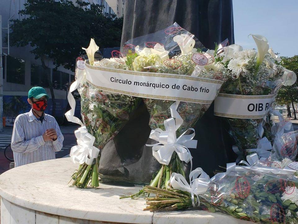 Monarchiste de la Confederação Monárquica do Brasil se recueillant devant la statue de la Rédemptrice