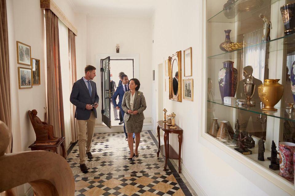 Le prince Leka avec l'ambassadeur des Etats Unis au palais royal