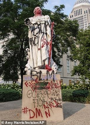 Statue de Louis XVI endommagée