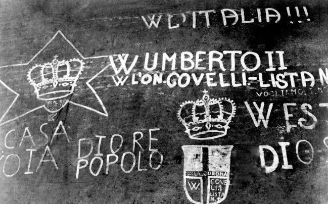 Slogans en faveur de la monarchie en 1946
