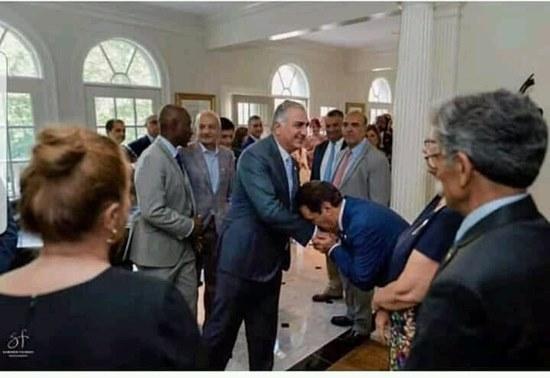 Le prince Reza Shah Pahlavi et ses partisans