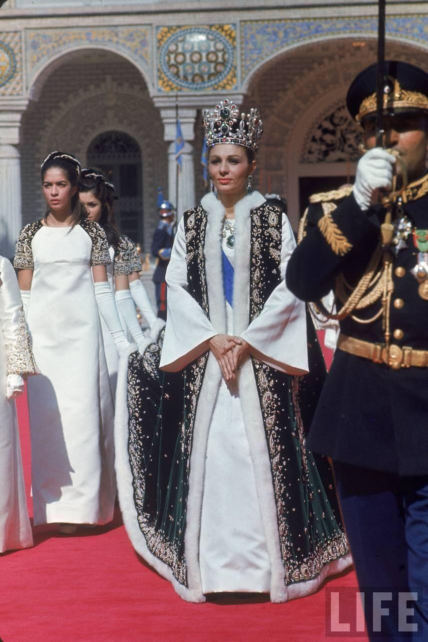 Couronnement de farah pahlavi en 1967 photo magazine life