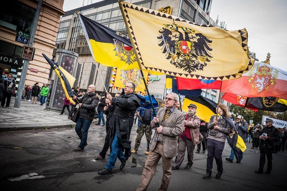 Defile des monarchistes a prague