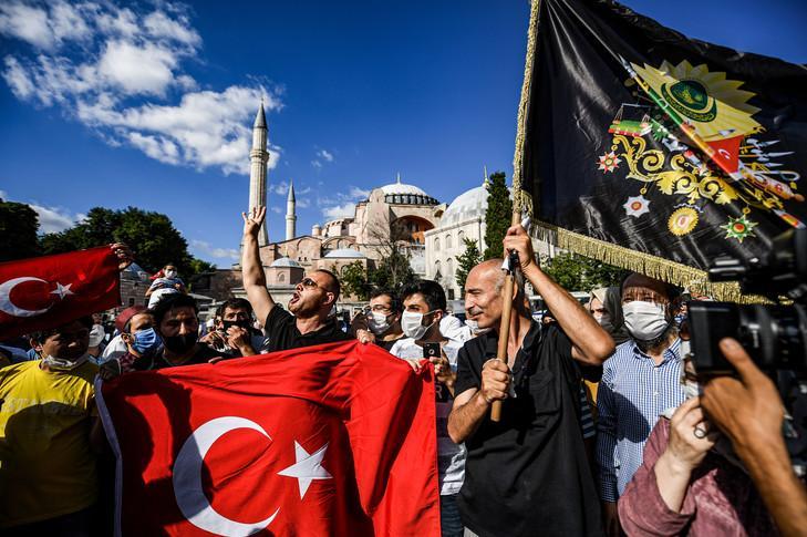 Deux turquies qui celebrent la conversion de sainte sophie