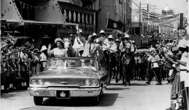 Elizabeth ii en 1966 aux barbade