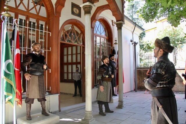 Gardes devant le tombeau d osman