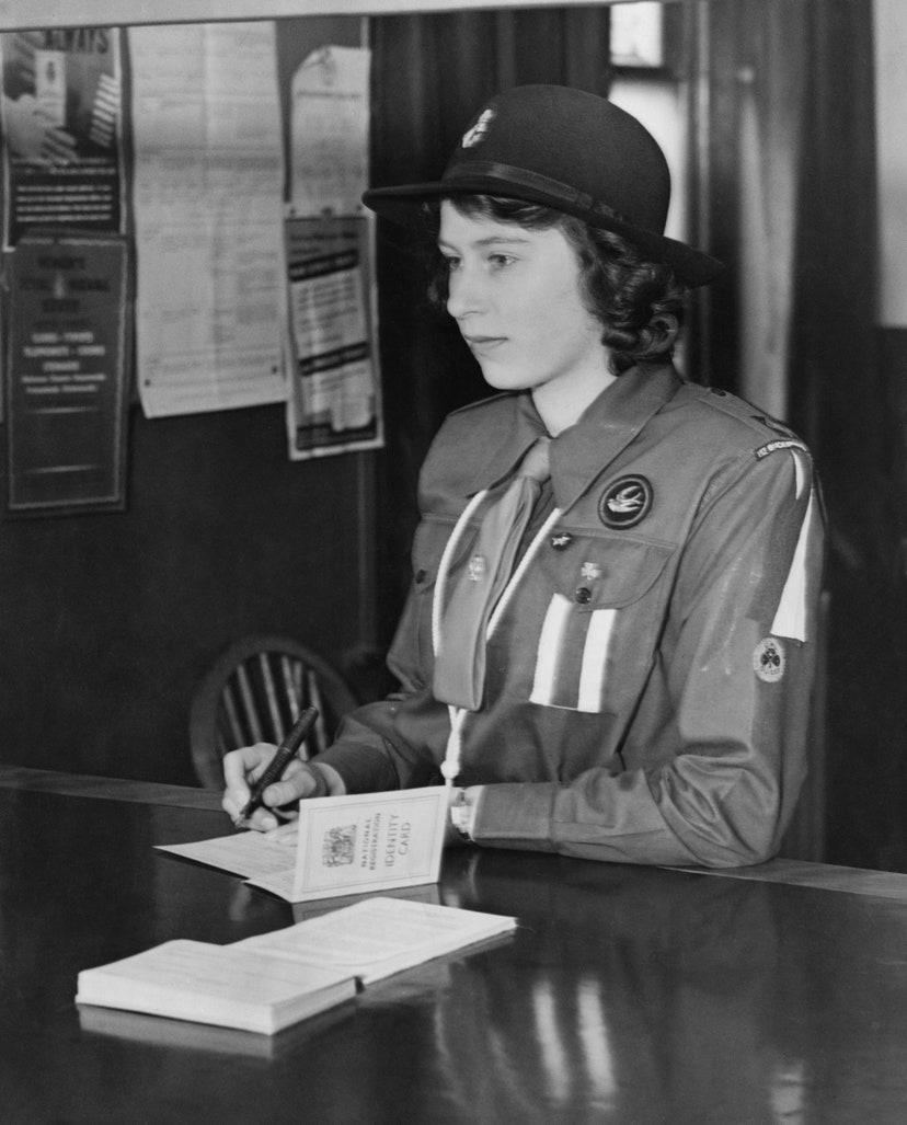 Gettyimages Elizabeth II durant la seconde guerre mondiale