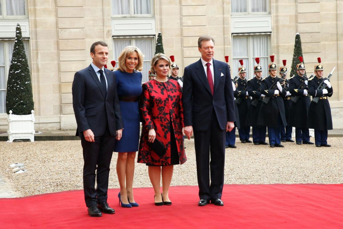 Le president emmanuel macron et le grand duc henri leurs epouses respectives
