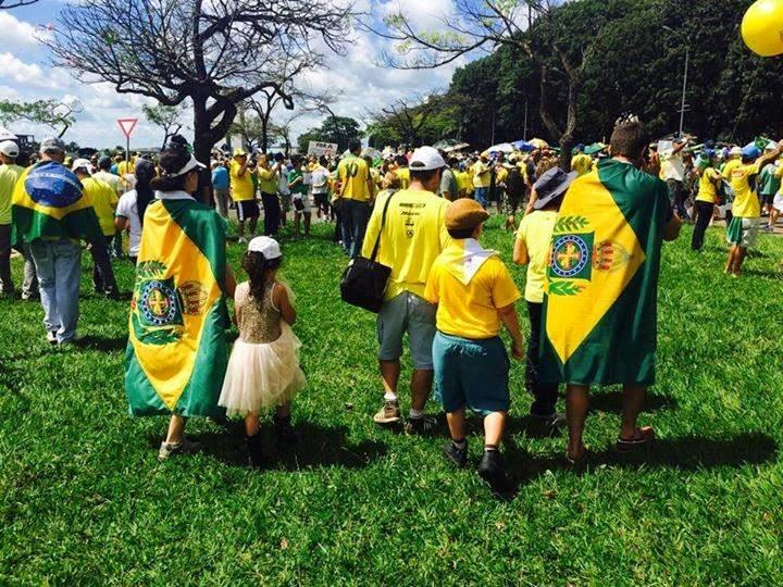 Manifestation de bresiliens monarchistes