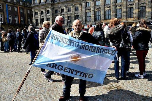 Mario santiago corasini leader du movimiento monarquico argentino