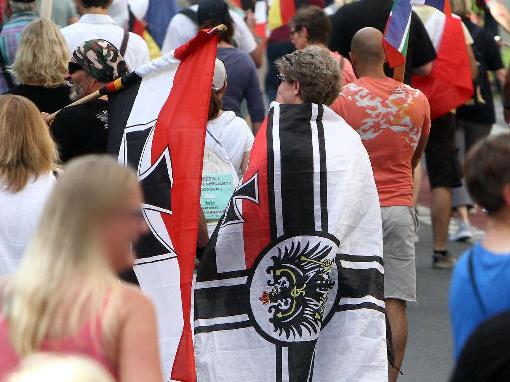 Monarchiste allemand devant le parlement