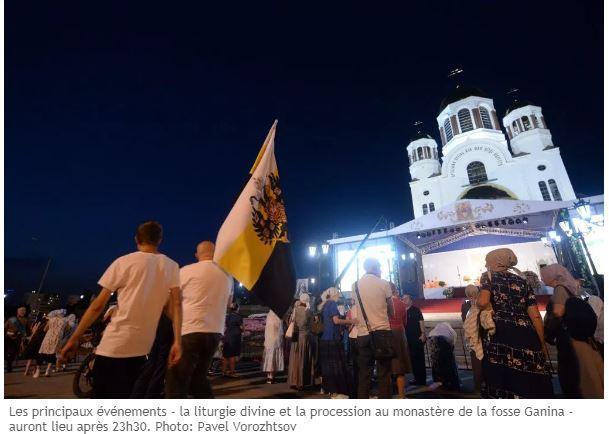 Monarchiste russe venant rendre hommage au tsar nicolas ii
