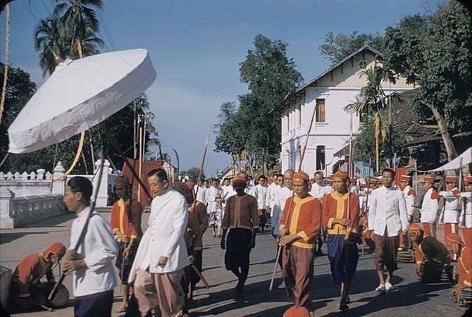 Parade royale au laos