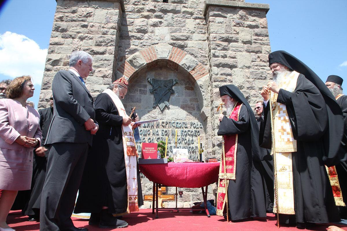 Prince heritier alexandre et la princesse katarina en presence de sa saintete le patriarche serbe irinej