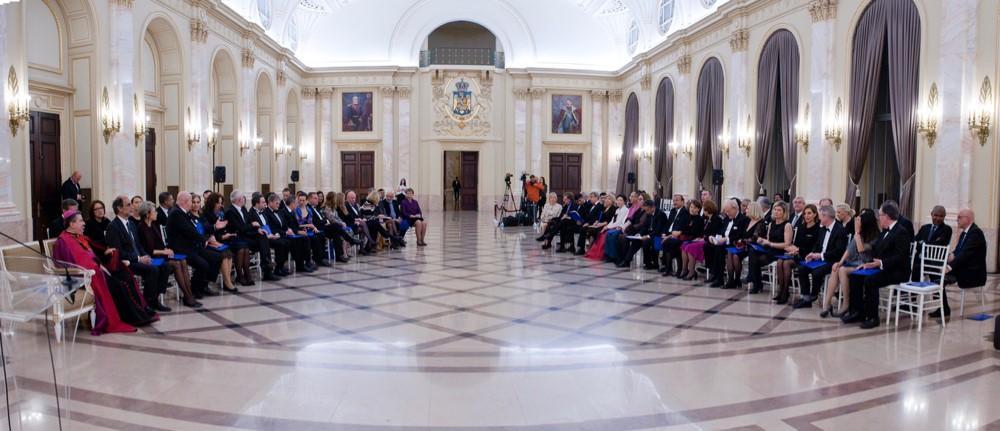 Reception des ambasadeurs au palais elizabeth. photoFamiliaregalea