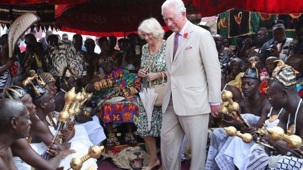 Le prince Charles et le roi des Ashantis Photo@gettyimages 1057265948