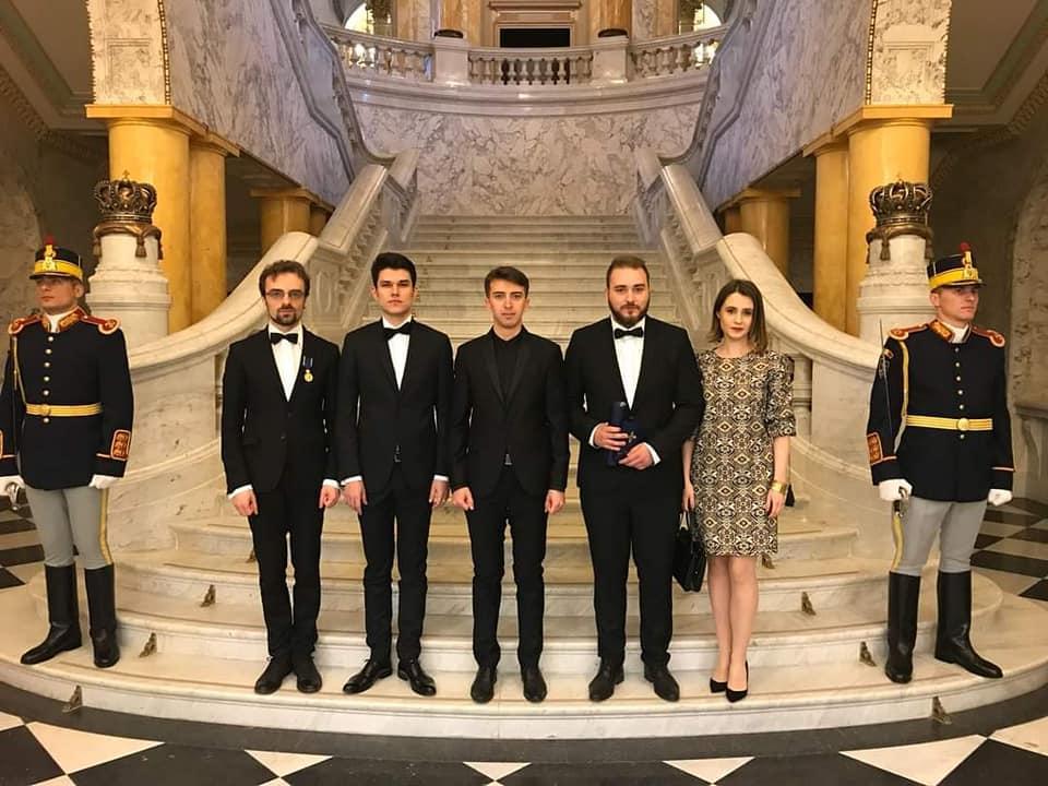 L'Asociația Tineretului Regalist  au palais royal