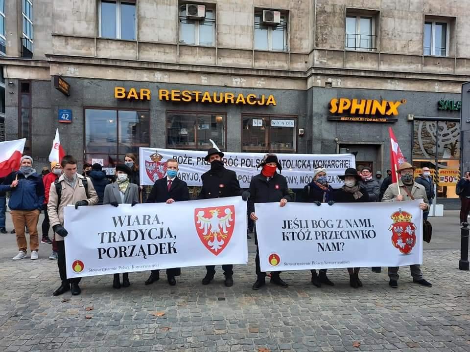 Monarchistes polonais lors de la marche du 11 novembre
