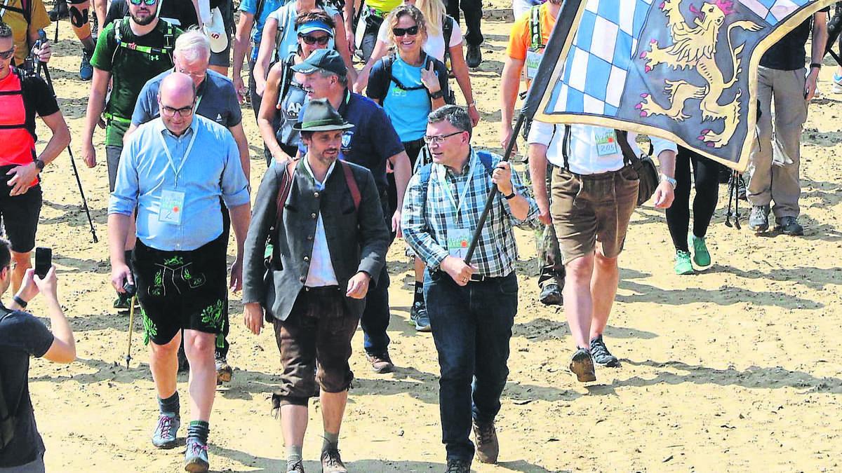 La marche aux lions organisée par le prince Louis de Bavière