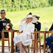 Le prince Frederik (gauche), la reine Margrethe II (centre) et le prince Christian (droite)