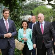 Leka II avec la représentante des Etats-Unis et de l'Europe