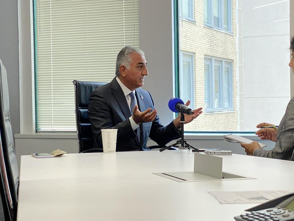 Reza Shah Pahlavi interrogé par l'AFP