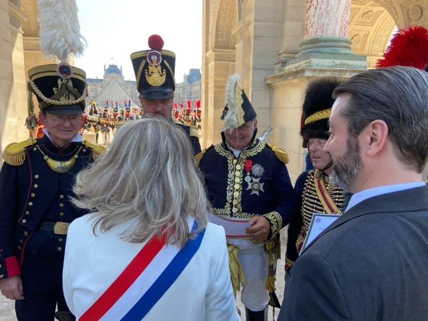 La sénatrice Joëlle Garriaud-Maylam  et le prince Murat de dos
