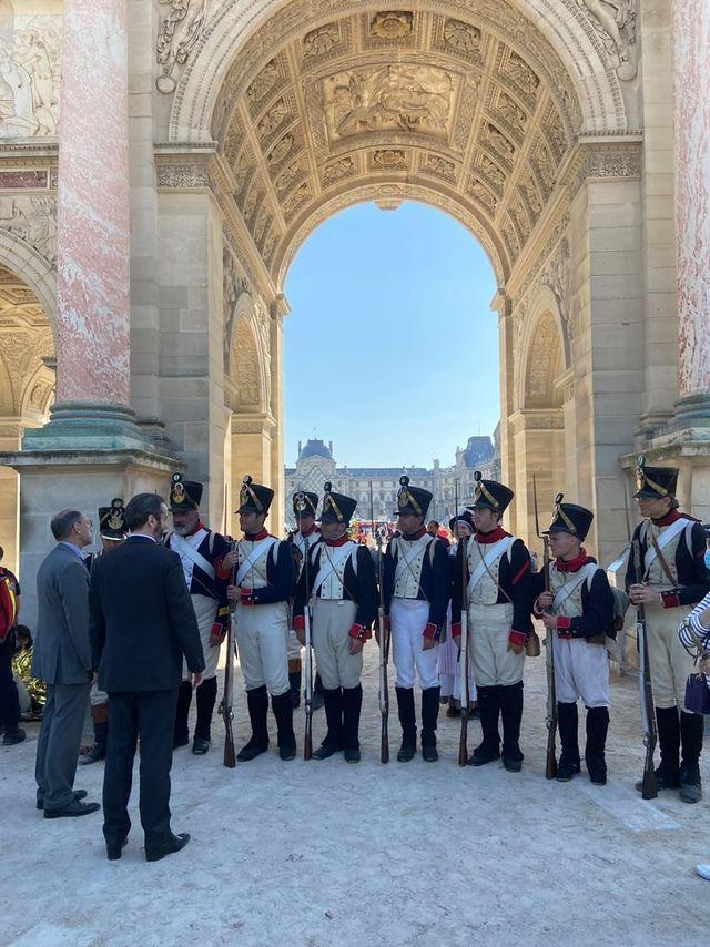 Le prince Murat avec les grognards de l'empereur