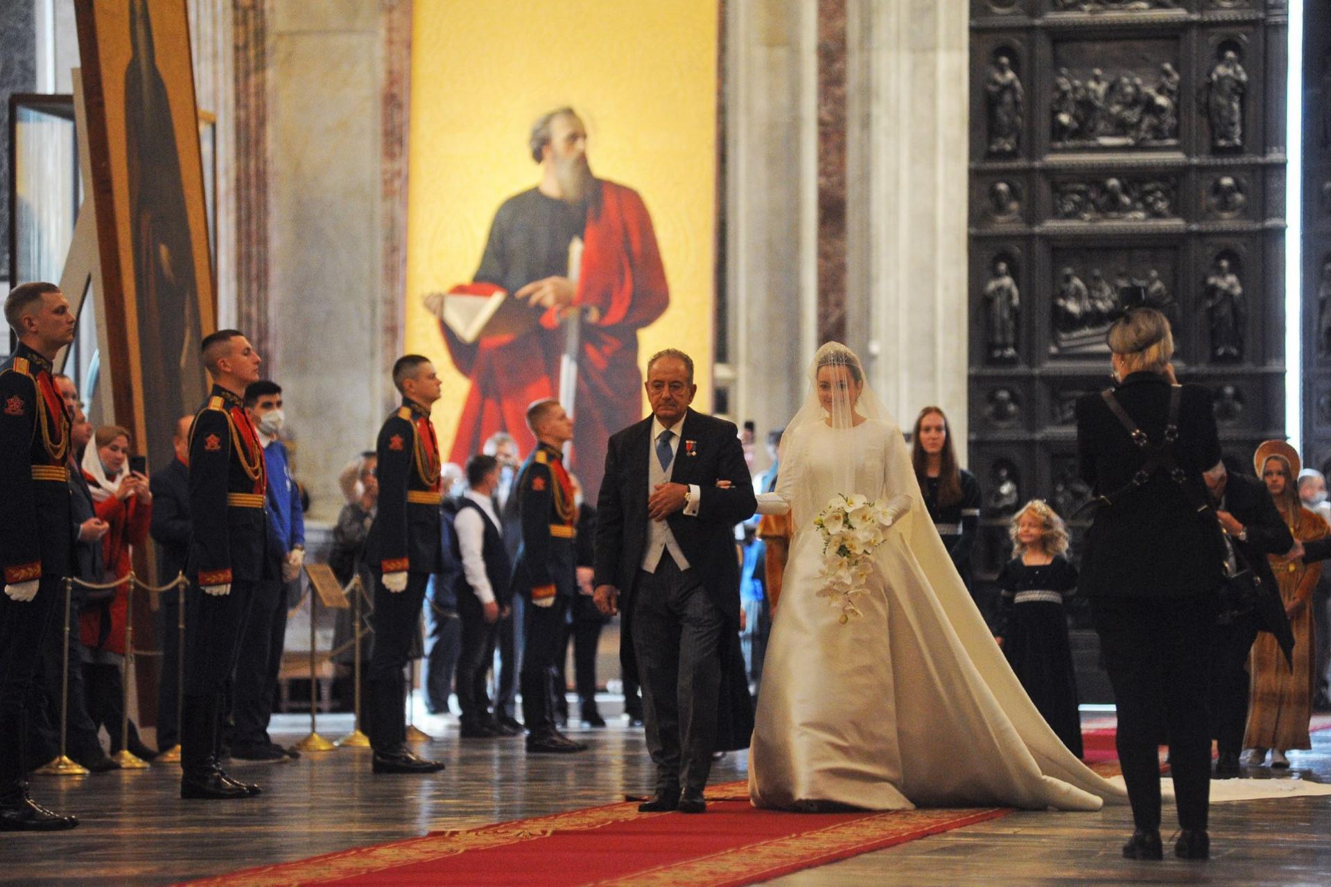 Entrée de la mariée dans la cathédrale Saint-Isaac