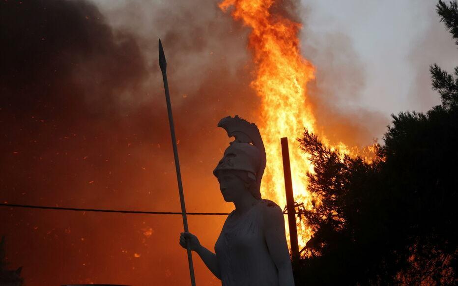 Les incendies ravagent la Grèce