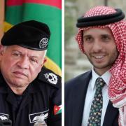 le roi Abdallah II (gauche) et le prince Hamzah (droite)