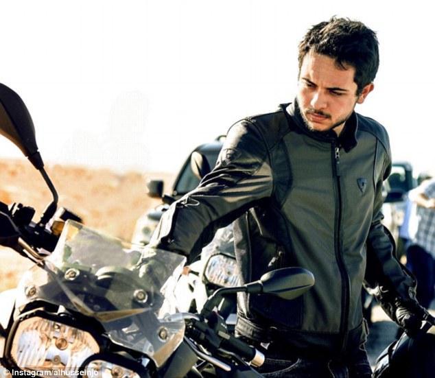 Prince héritier Hussein en moto