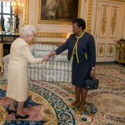 Elizabeth II et Sandra Mason