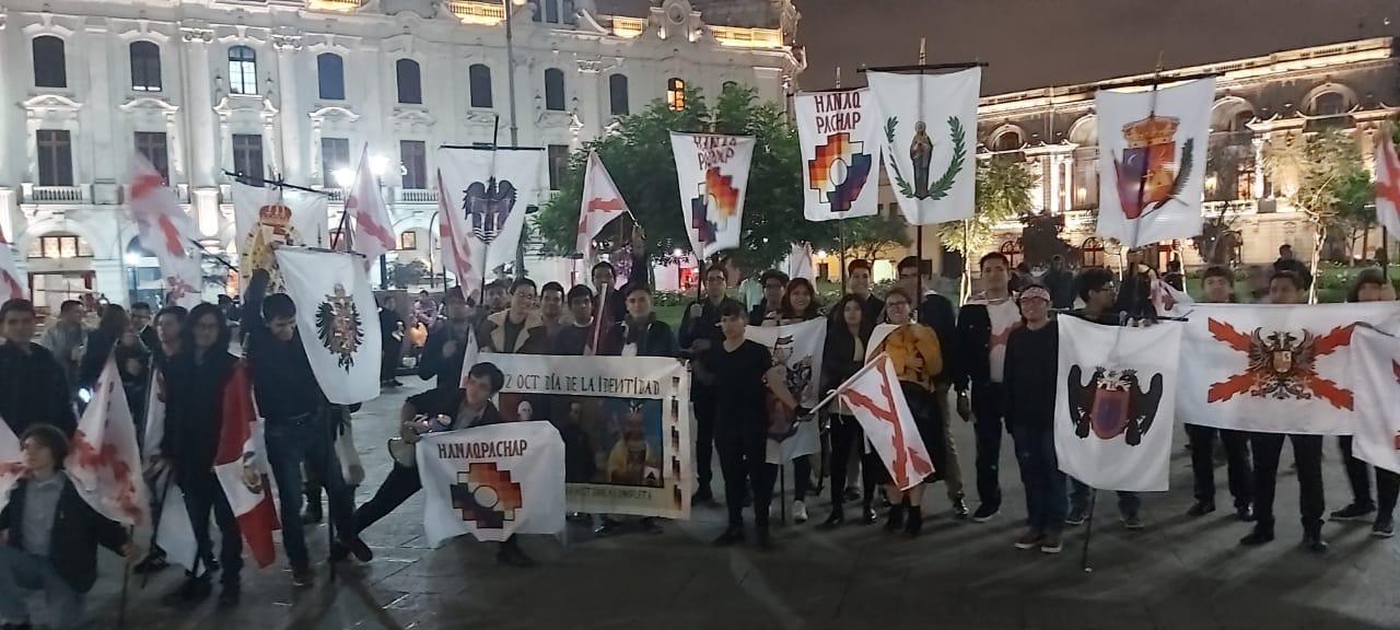 Partisans d'un retour de la monarchie au Pérou