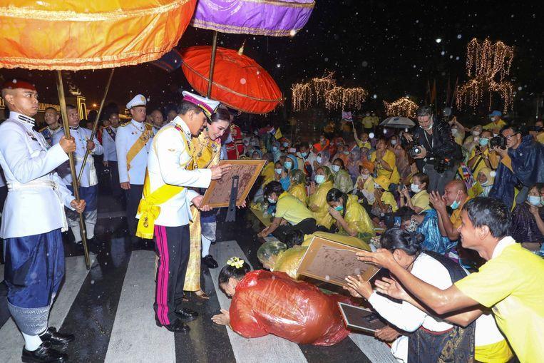 Bain de foule du roi Rama X