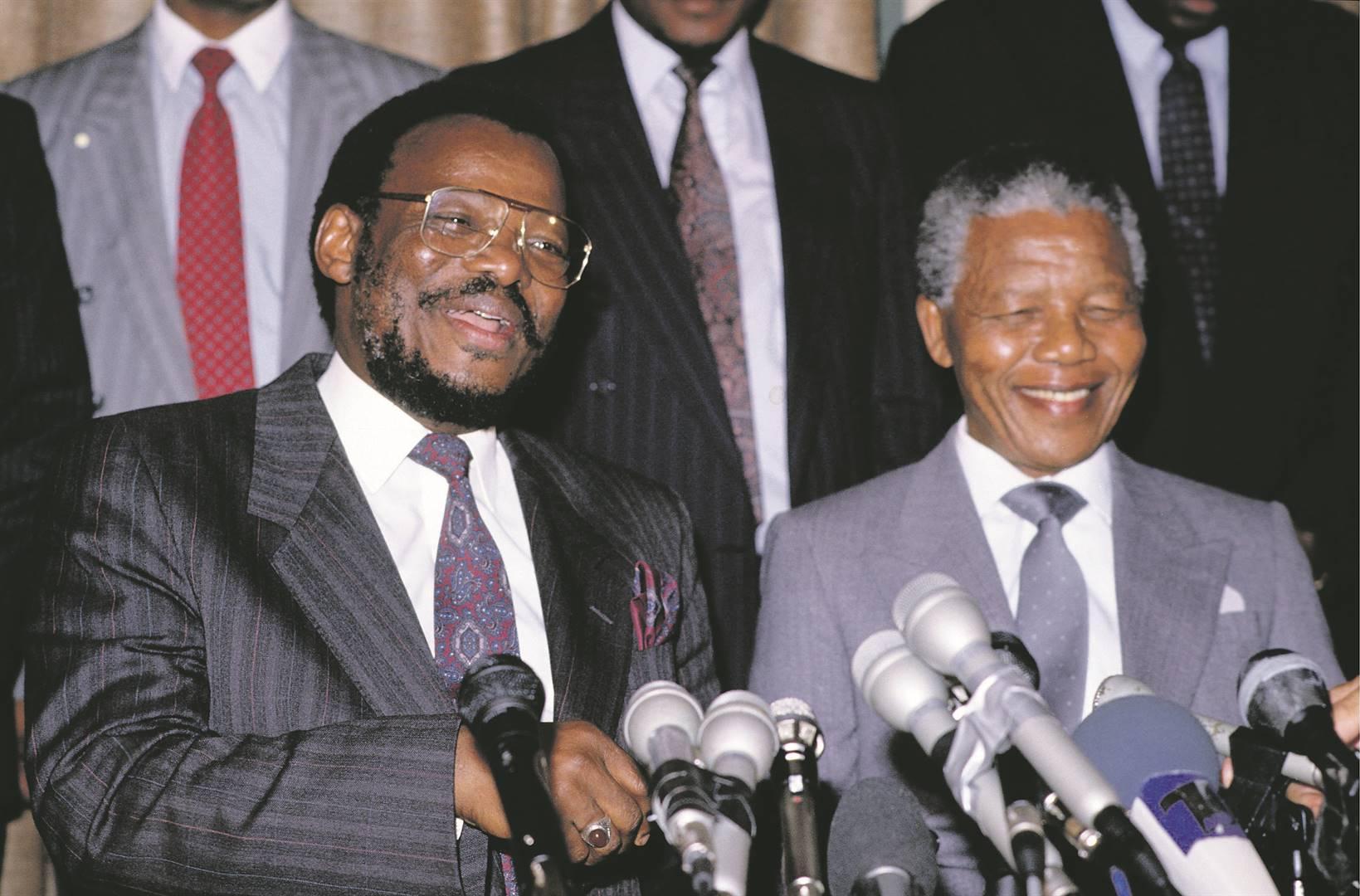Mangosuthu Buthelezi et Nelson Mandela en 1994