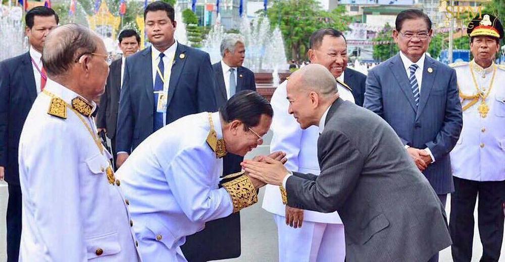 Hun Sen et le roi Norodom Sihamoni