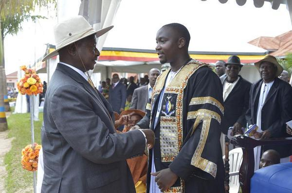 Kadumbula Nadiope Gabula IV et Yoweri Museveni