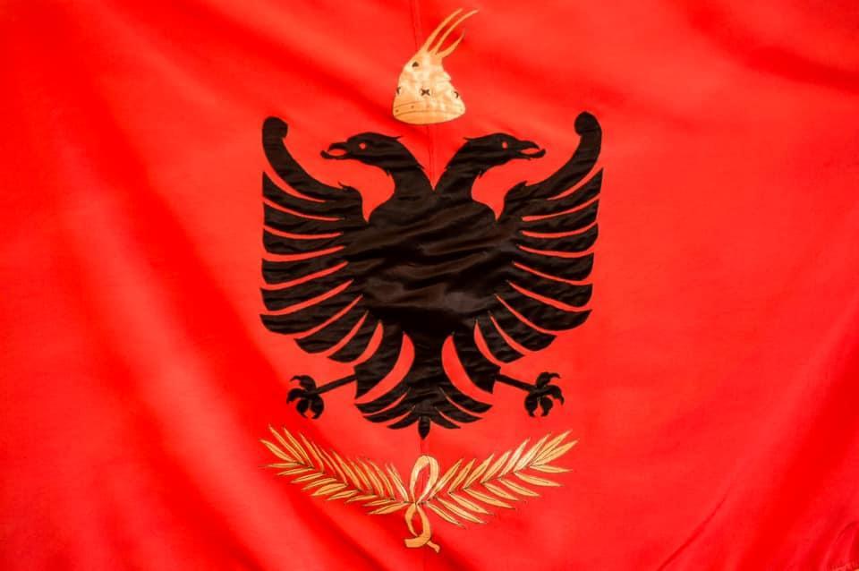 Drapeau de l albanie royale