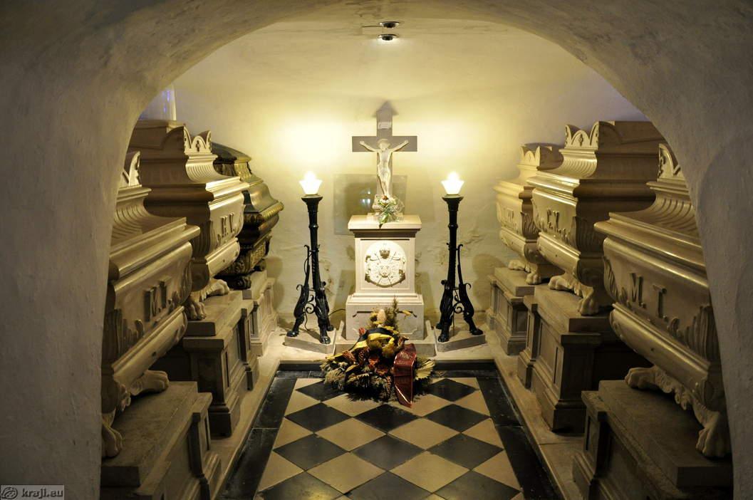 Tombeaux des derniers Bourbons à Nova Gorica Kostanjevica grobnica burbonov big