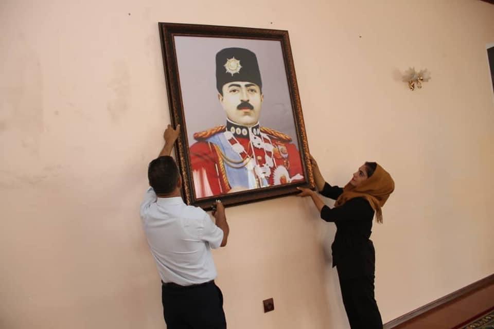 Portrait du roi Ghazi Amanullah Khan accroché à l'ambassade afghane du Tadjikistan