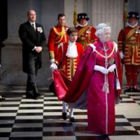 Elizabeth ii a une cremonie de nomination des obe