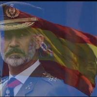 Le roi Felipe VI et le drapeau espagnol