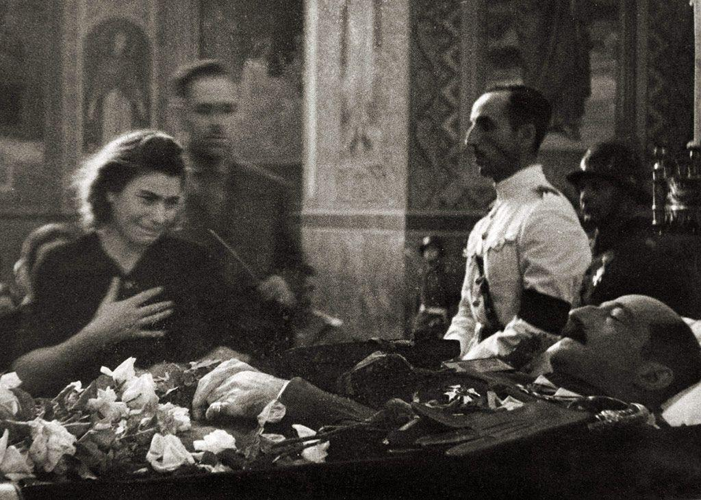 Le roi Boris III dans son cercueil