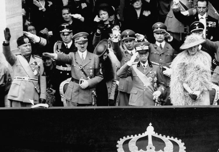 Le Duce Mussolini, Hitler et le roi Victor- Emmanuel III