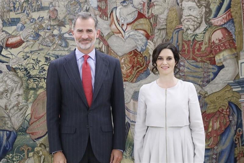 Isabel diaz ayuso et le roi felipe vi