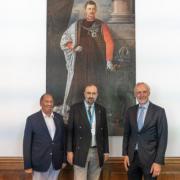 Karl de Habsbourg, des élus de graz sous le portrait de Charles Ier. Photos@LukarT/Sanlas