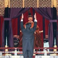 L empereur naruhito acclame en 2019 par le premier ministre shinzo abe