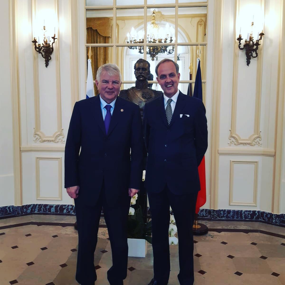 Le comte de paris et se alexei mechkov ambassadeur de russie en france
